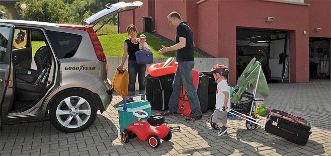 Cómo organizar tus maletas en el coche