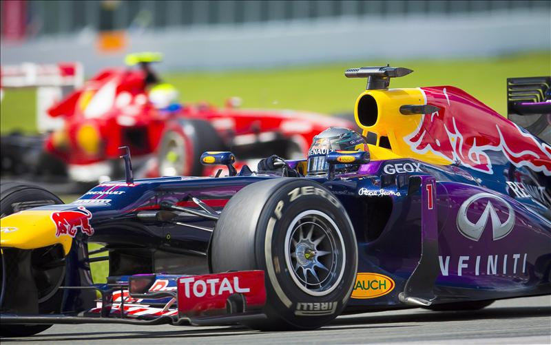 Horner dice que 'Vettel sigue mejorando, haciéndose más fuerte'
