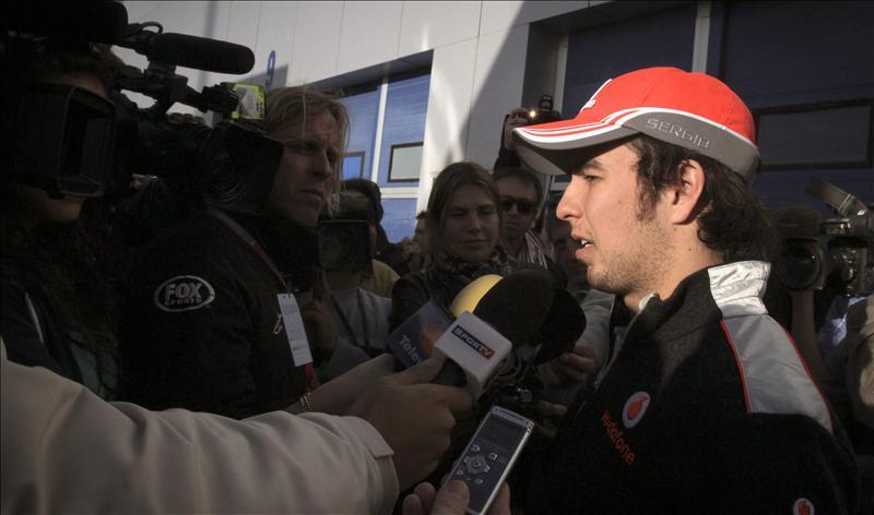 El mexicano Sergio Pérez está 'muy contento' tras su estreno con McLaren