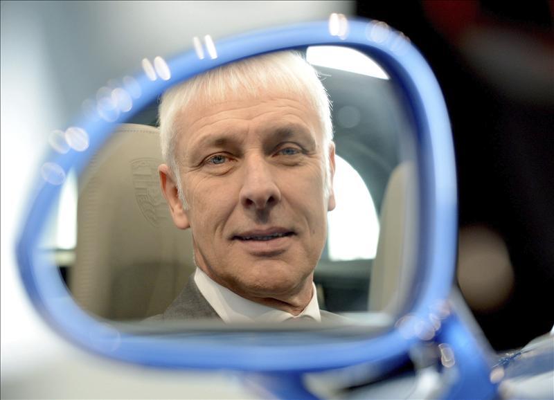 El salón del automóvil de Barcelona premia al presidente de Porsche