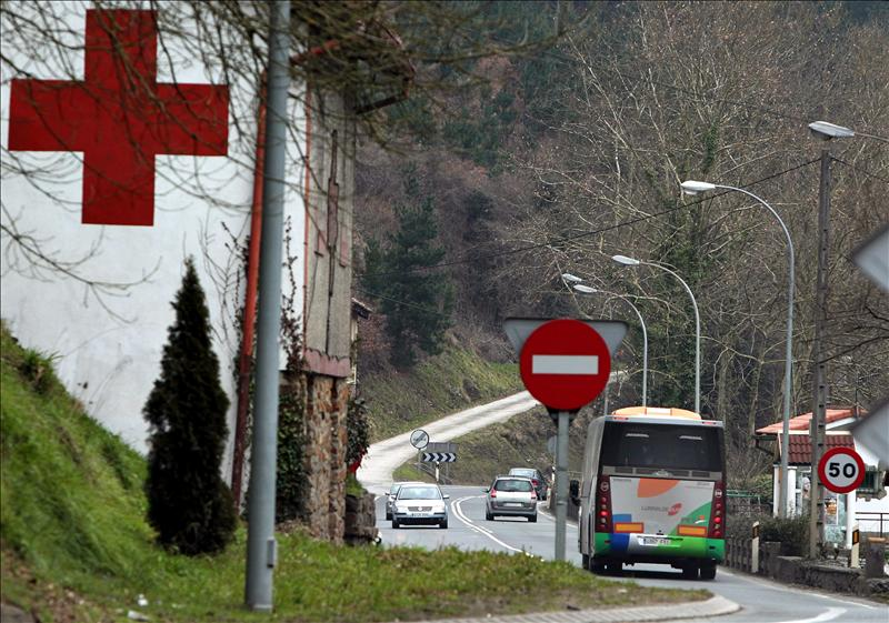 Heridos 2 conductores y diez jóvenes de un equipo de baloncesto en Bergara