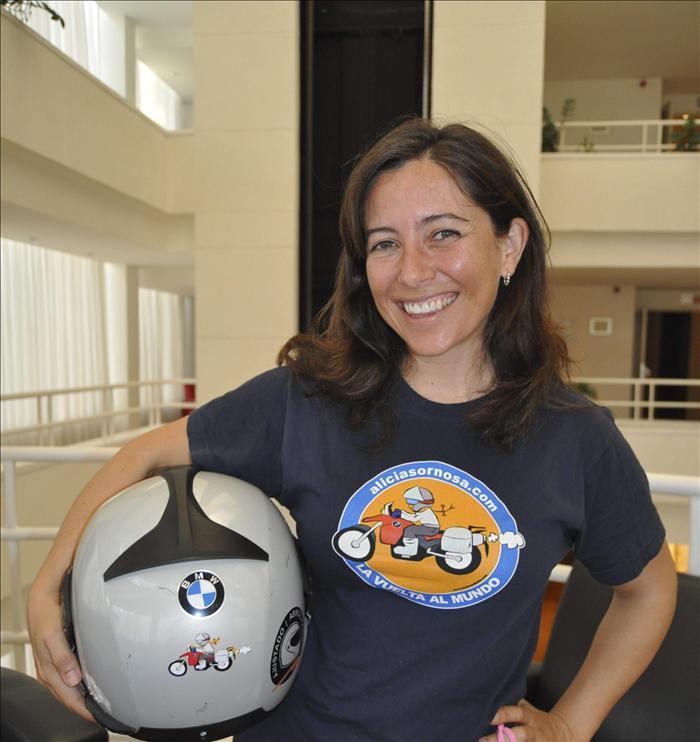 Alicia Sornosa, tras su Vuelta al Mundo en moto, retoma la aventura en 2014