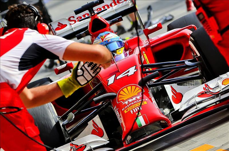 Alonso dice que de momento solo hay 'buenas perspectivas y buen feeling' sobre 2015
